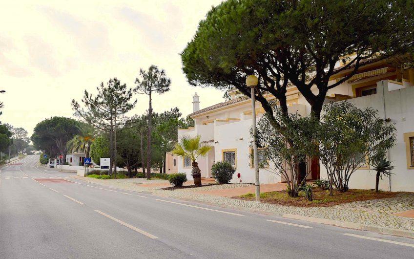 Schönes Reihenhaus zwischen Quinta do Lago und Vale do Lobo