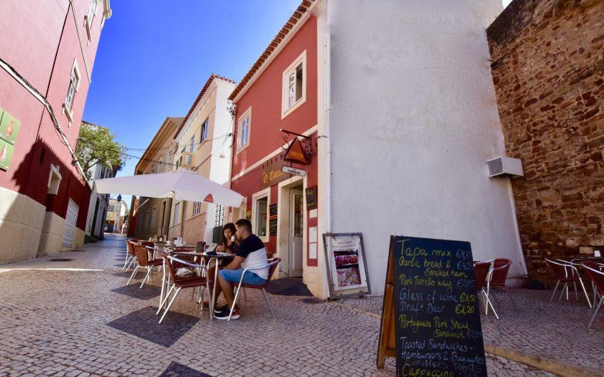 Romantische Lage an der alten Burg von Silves