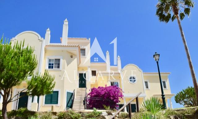 ATTRACTIVE APARTMENT IN VALE DO LOBO