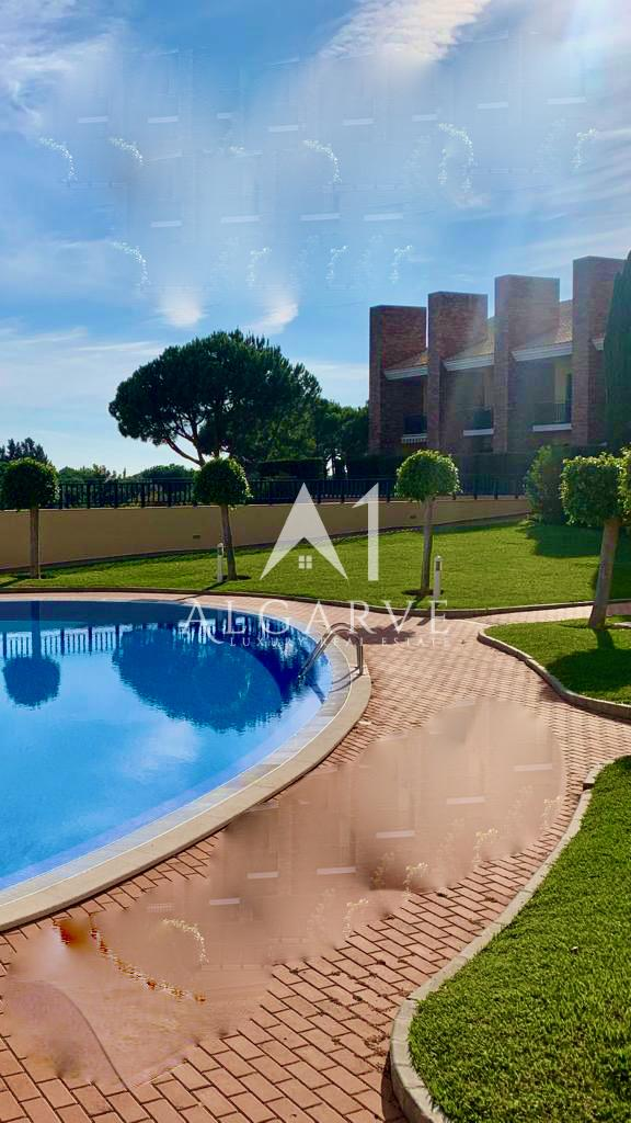 SUPERB OPPORTUNITY: LINKED VILLA IN VILAMOURA