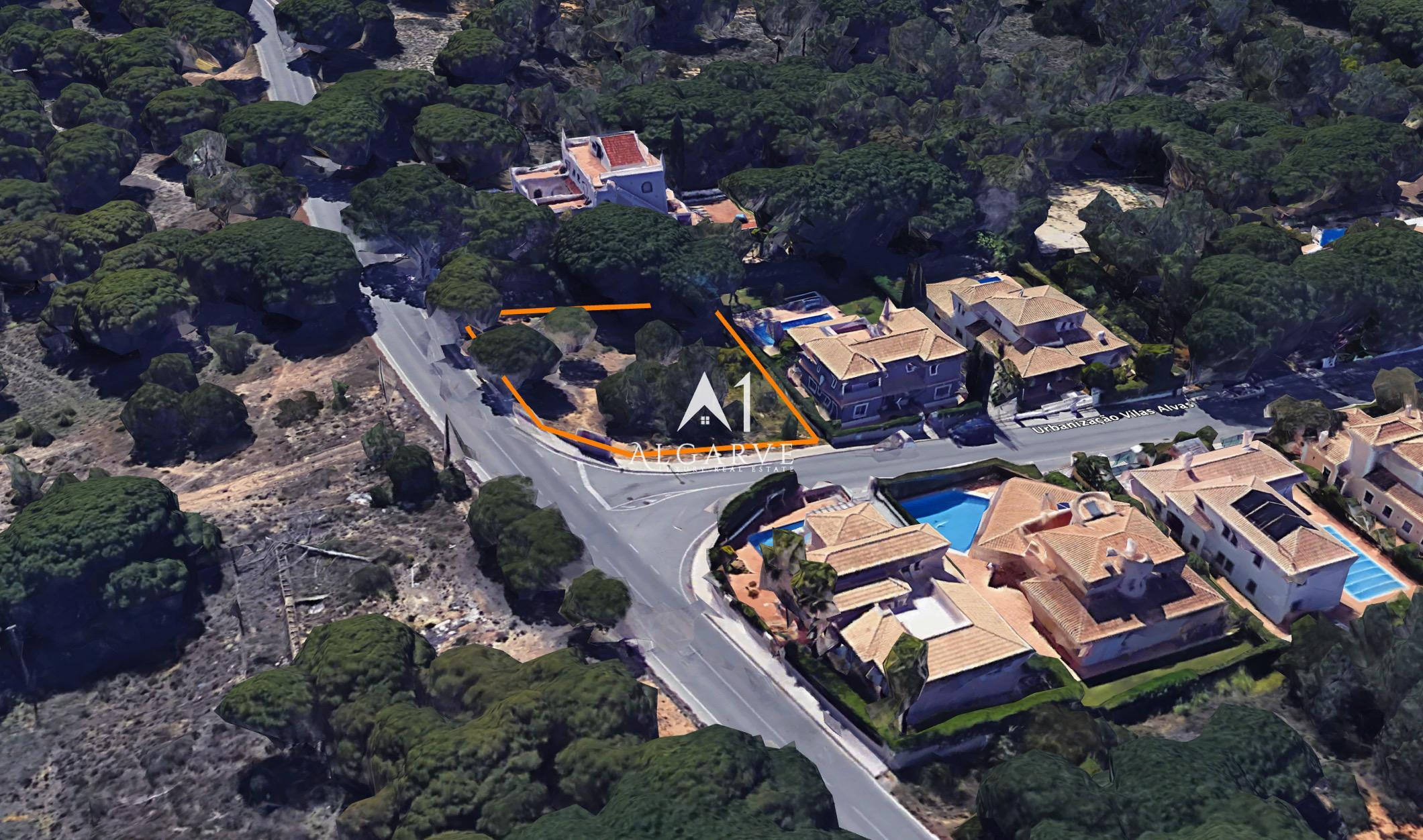 AWESOME PLOT FOR CONSTRUCTION WITHIN WALKING DISTANCE TO THE BEACH