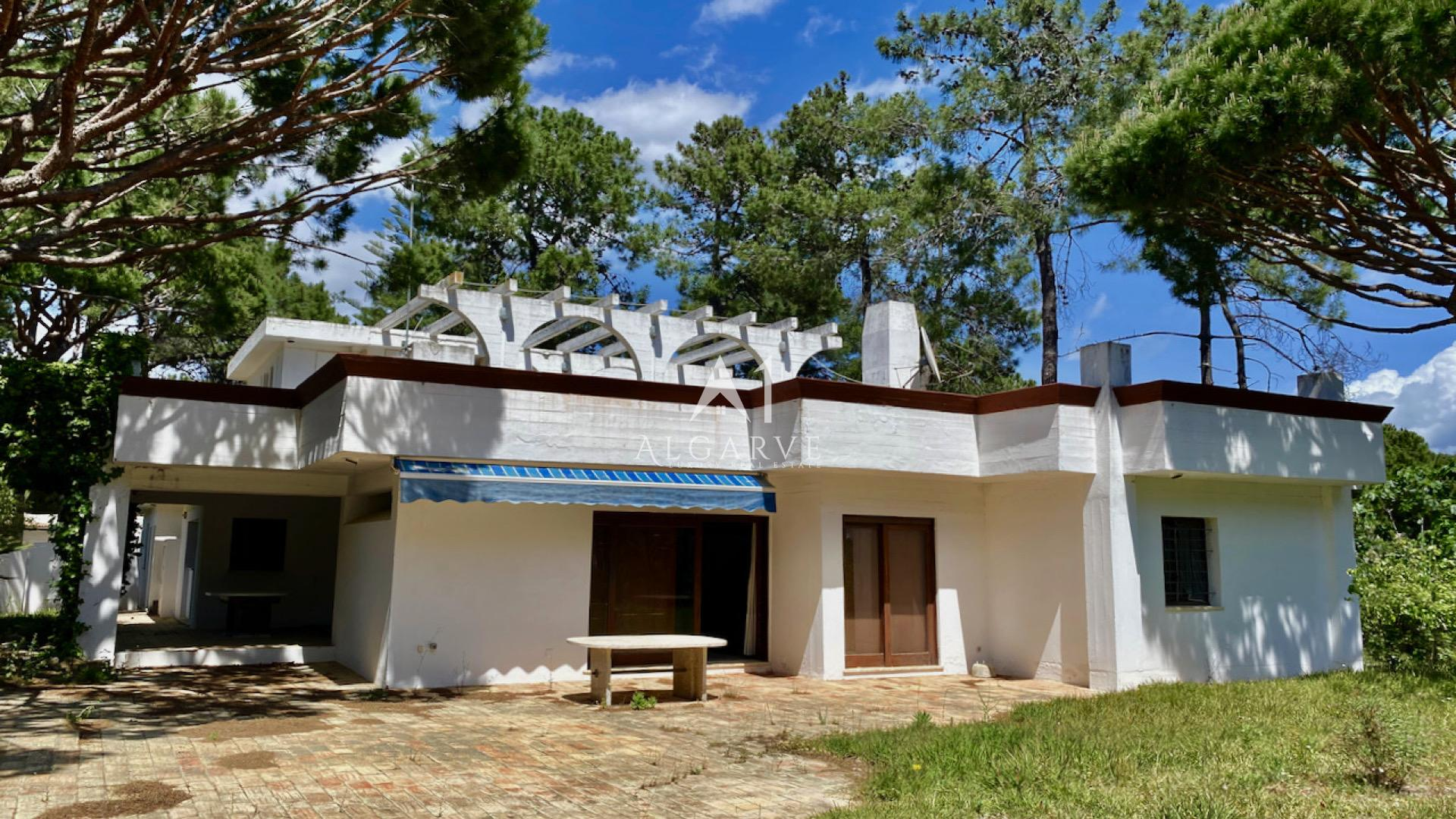 FORMER AWARD WINNING VILLA FOR REFURBISHMENT  IN VILAMOURA